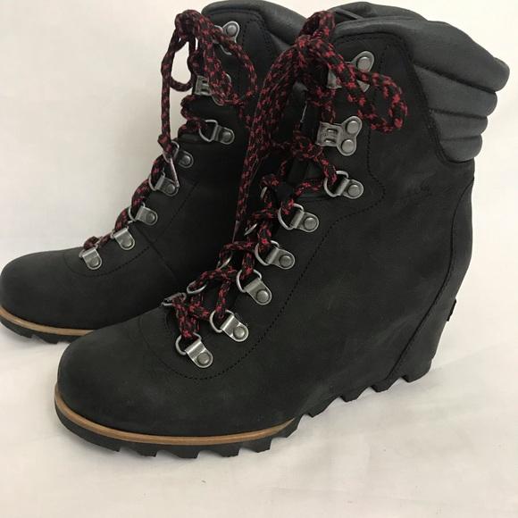 1741e8b6a0fc Sorel Women s Conquest Wedge Boots size 9. M 5c30fef09fe486c79938ac80
